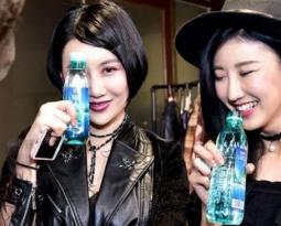 VaiWai On Stage At China Fashion Week